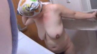 hな動画お風呂に入る巨乳おばさんの裸体を盗撮